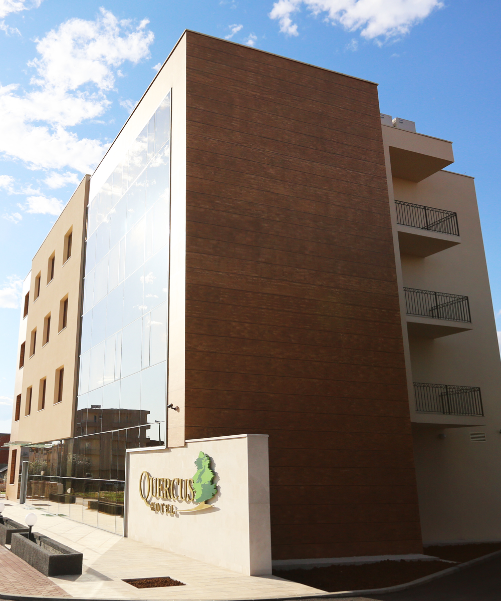 Hotel Quercus Exterior