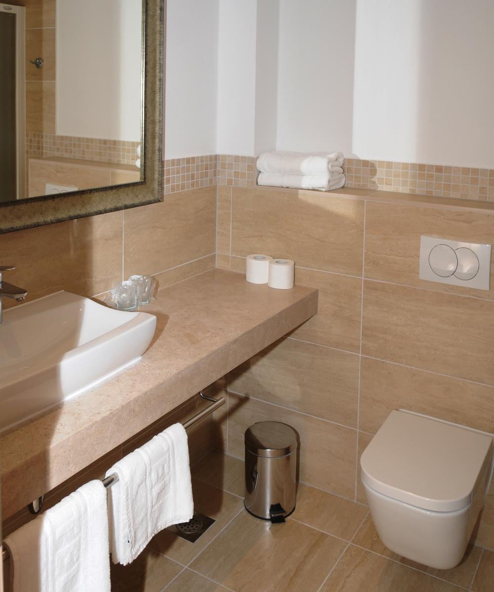 Hotel Quercus Toilet